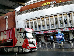 TRUCKINGBY Move The Set On Christmasaurus Live